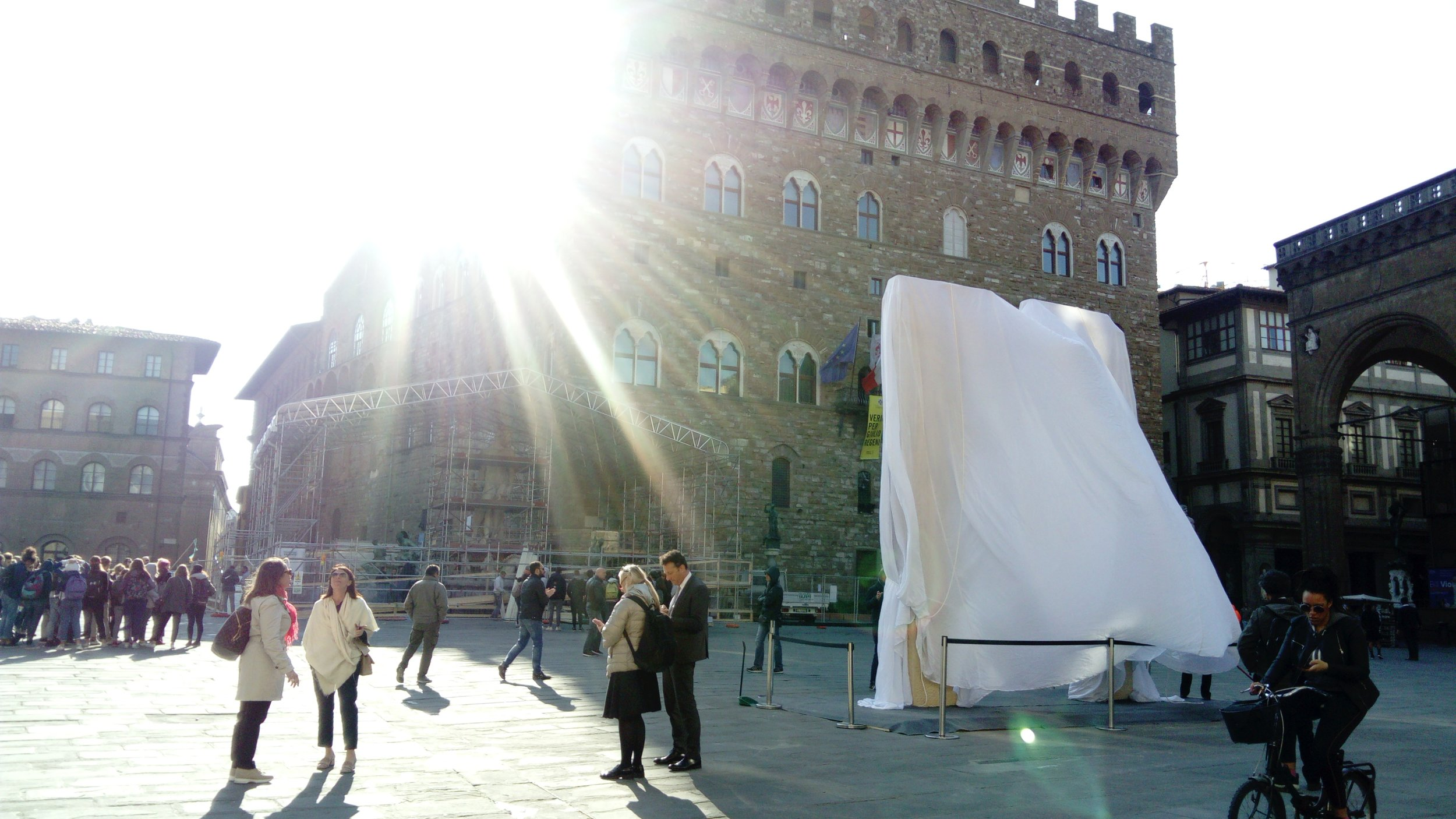 The Arch before its unveiling in Piazza Della signoria, Florence