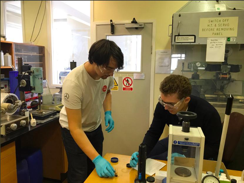 simon bevan and benjamin altshuler in the lab in oxford