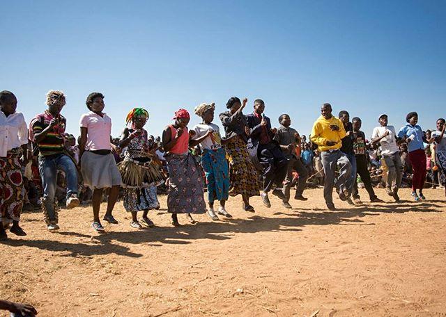 The Thuchila staff and students helped King James Phiri with his performance!⠀ .⠀ .⠀ .⠀ #miqlat #malawi #games #hope #children #nonprofit #education #tia #thisisafrica #girlchild #thuchilahopecenter #chiradzuludistrict #alivetothrive #jamesphiri #competition #gospelsinger #dance