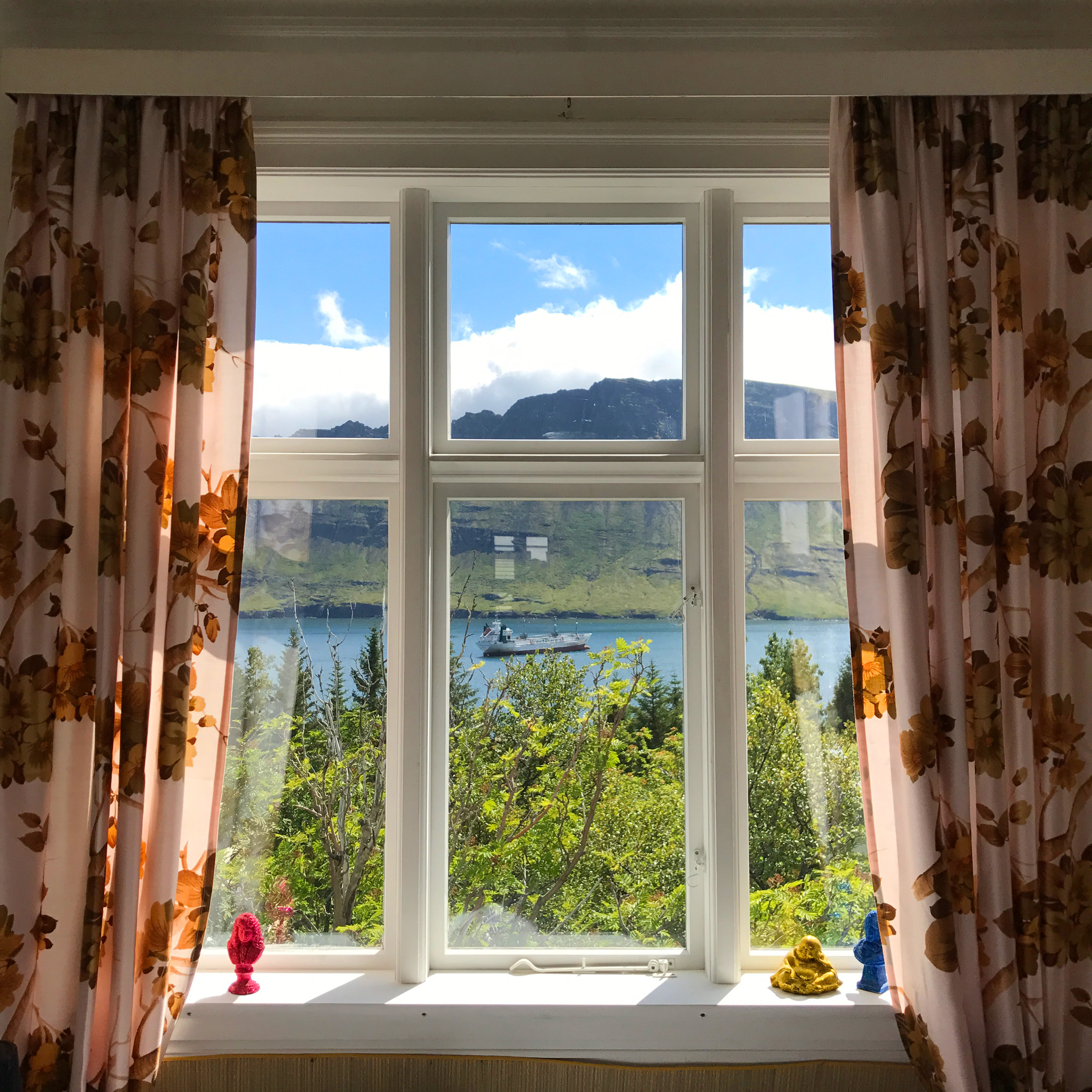 The spectacular view from the master bedroom at Þórsmörk.