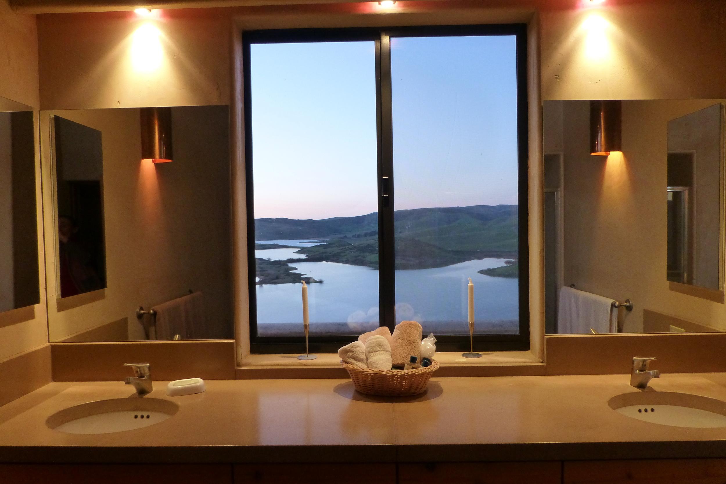 Guest bathroom.P1000180.JPG