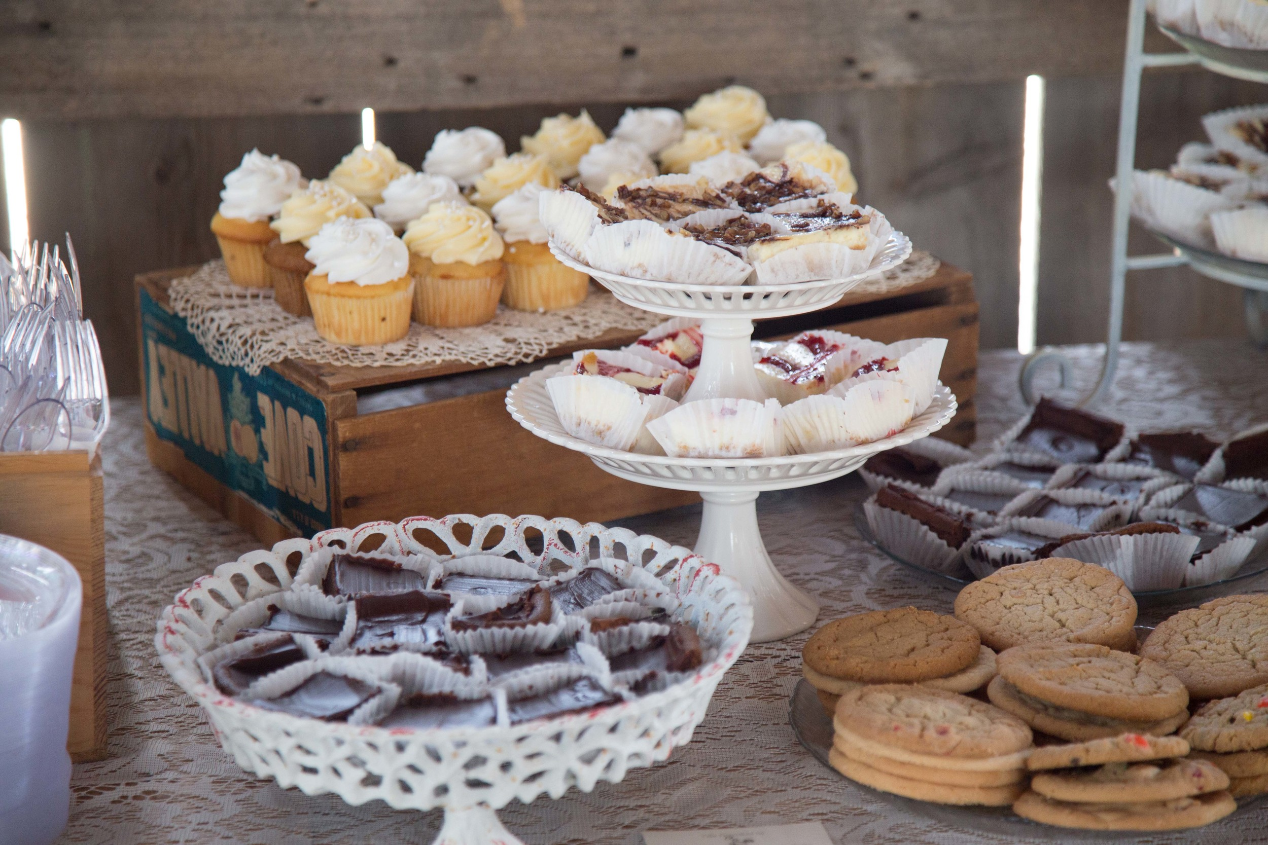 9_25-Barn_Dessert_Table_Decor_8393.jpg