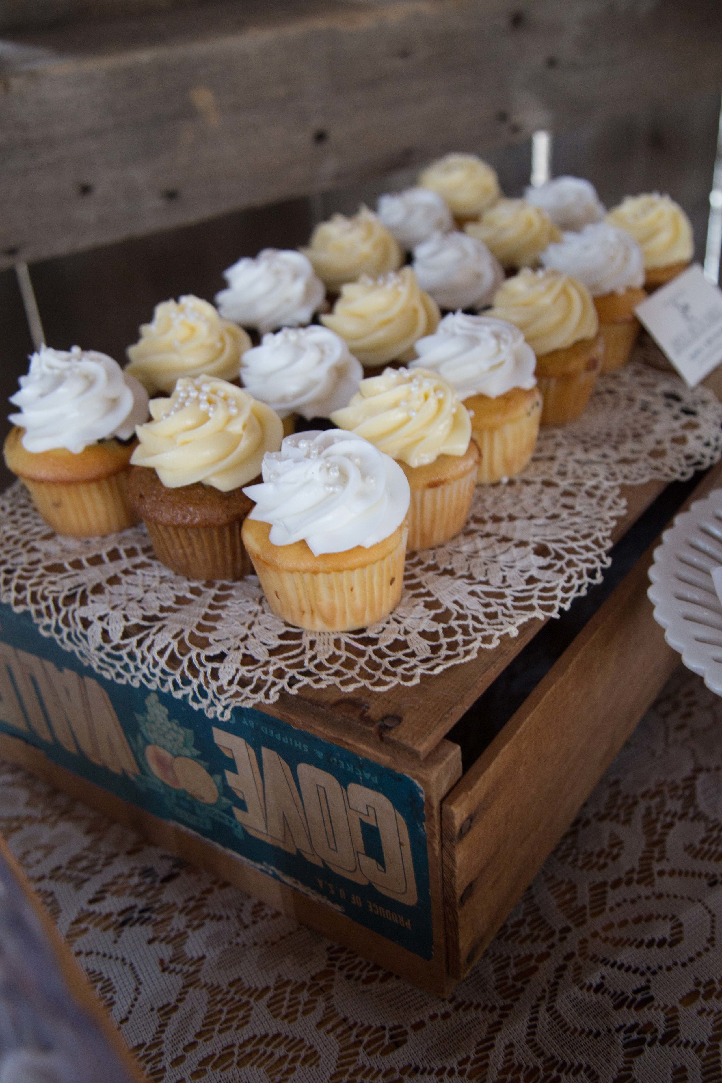 9_25-barn_Dessert_Table_decor_8397.jpg