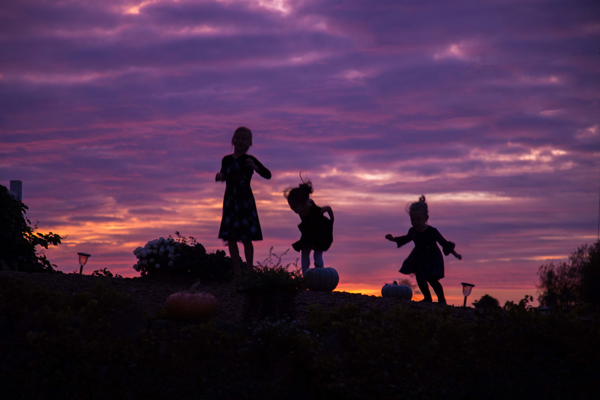 10_10_Barn_Hill_Sunset_Girls-.jpg