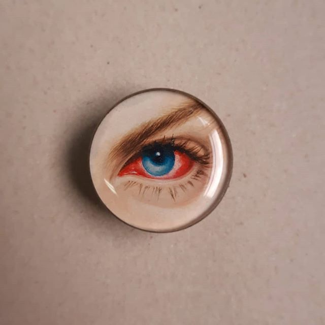 ICU 👁 @rip.pierrebarbrel 👁 3cm brooch/broche.  #miniatureportrait#eyeportrait#loverseye#retratoemaquarela#wearableart#artjewelry#queerartists#eyejewelry#handpaintedjewelry#illuminati#aquarela#watercolor#instaart#instaetsy#etsy#gayparisien#parisgay#watercolorminiature#miniaturepainting#watercolorportrait