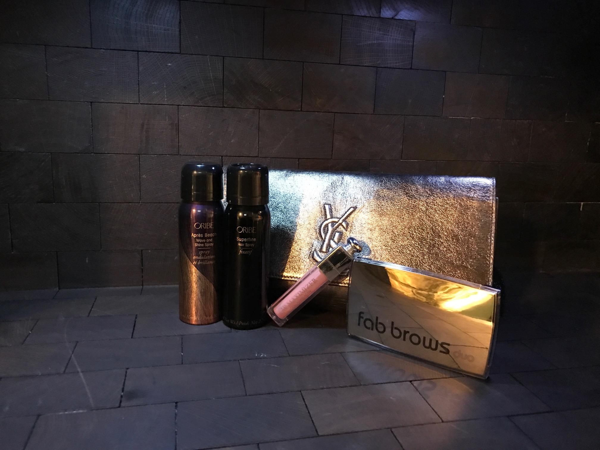 Oribe Apres Beach Wavw and Shine Spray, Oribe Superfine Hair Spray, Fab brows bryns palette. Veske lånt fra MA Vintage.