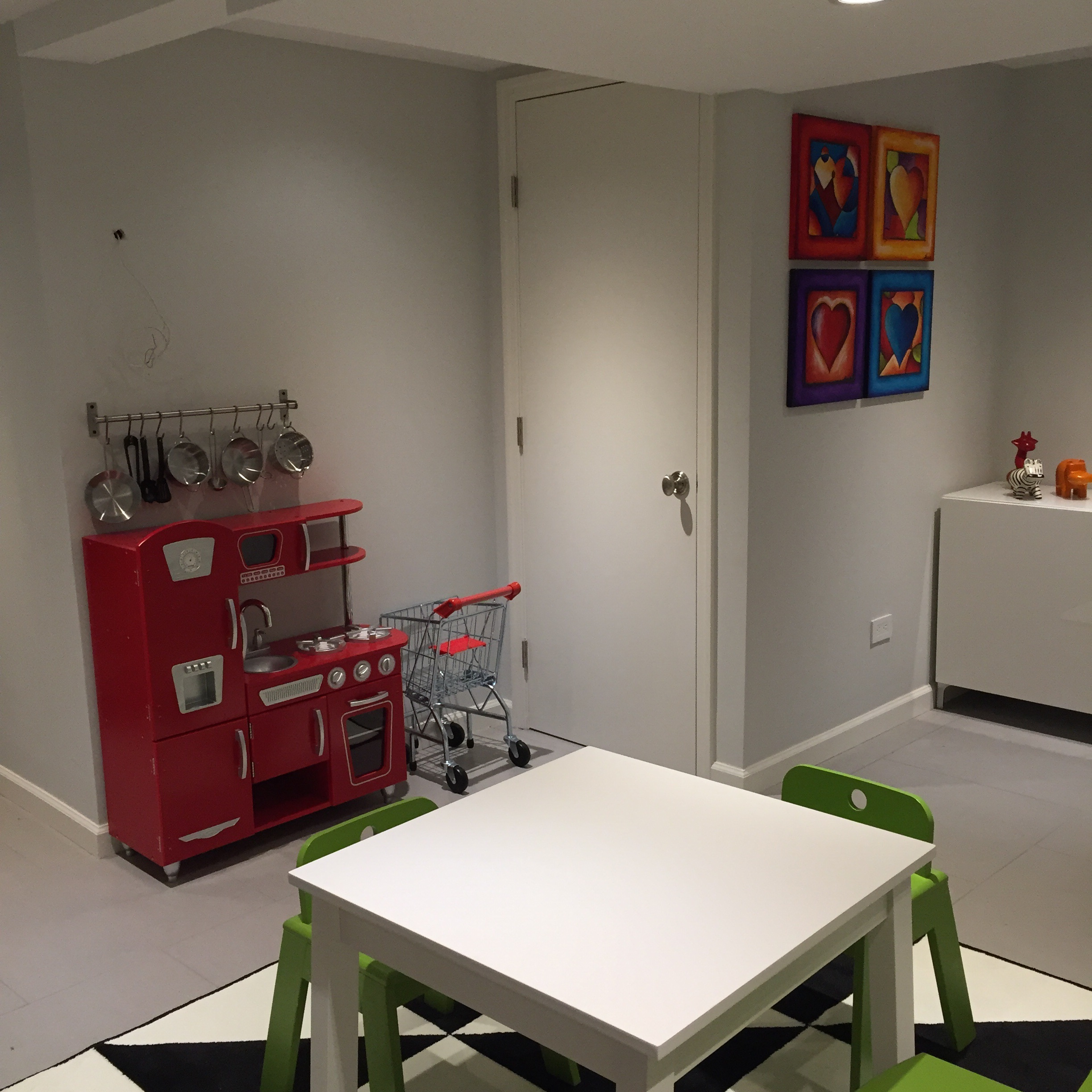 Check out that adorable play kitchen! And the shopping cart!