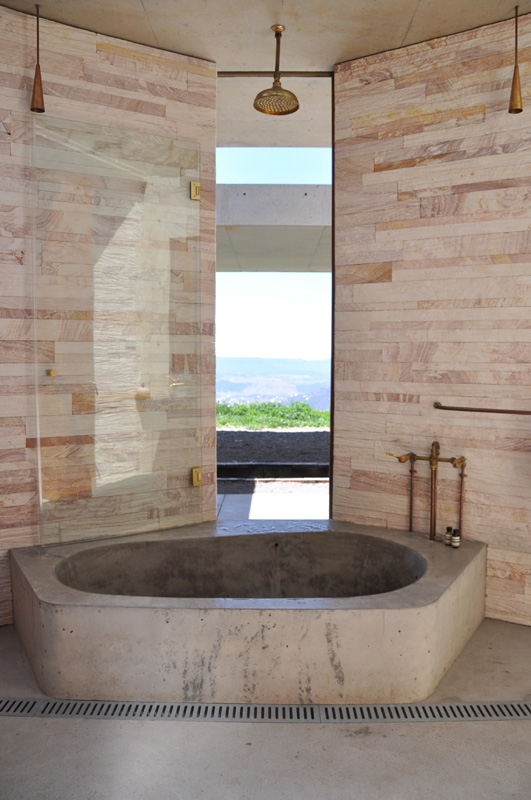 View from the main bathroom: wall panels slide on the exterior to reveal the view over the valley.