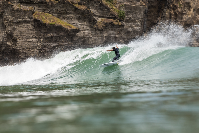 Piha regular Safa Bourne Buirski laying some serious rail...on an all too common Bar flat section :)