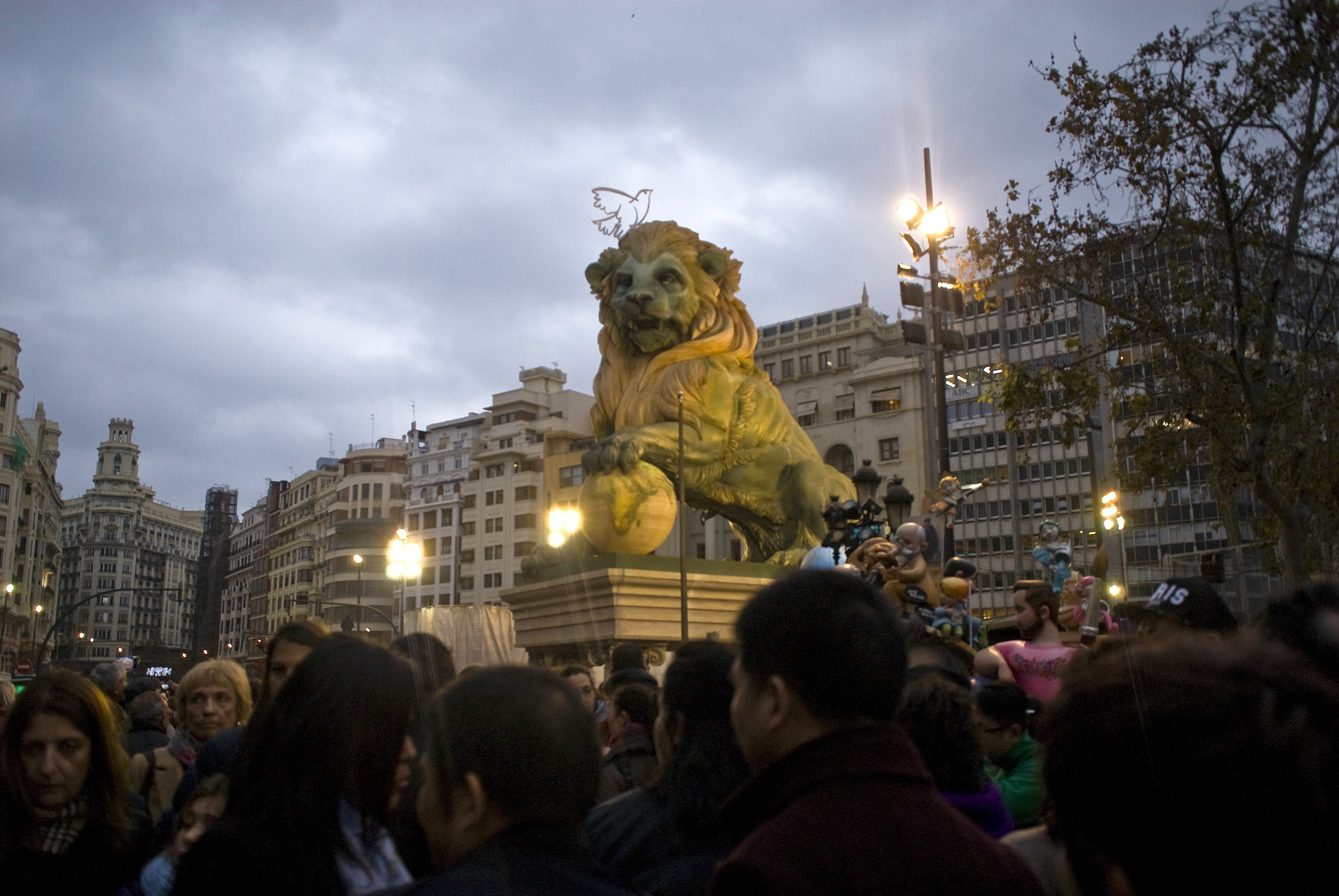 The city hall falla, located in the city's main square- also one of the biggest and most notable in the city.