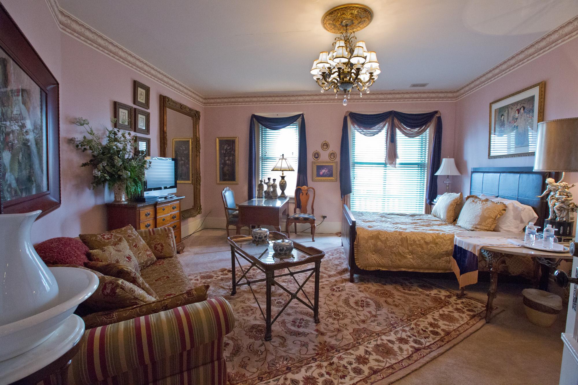 Room 3 - Single Queen Room - $150 per night