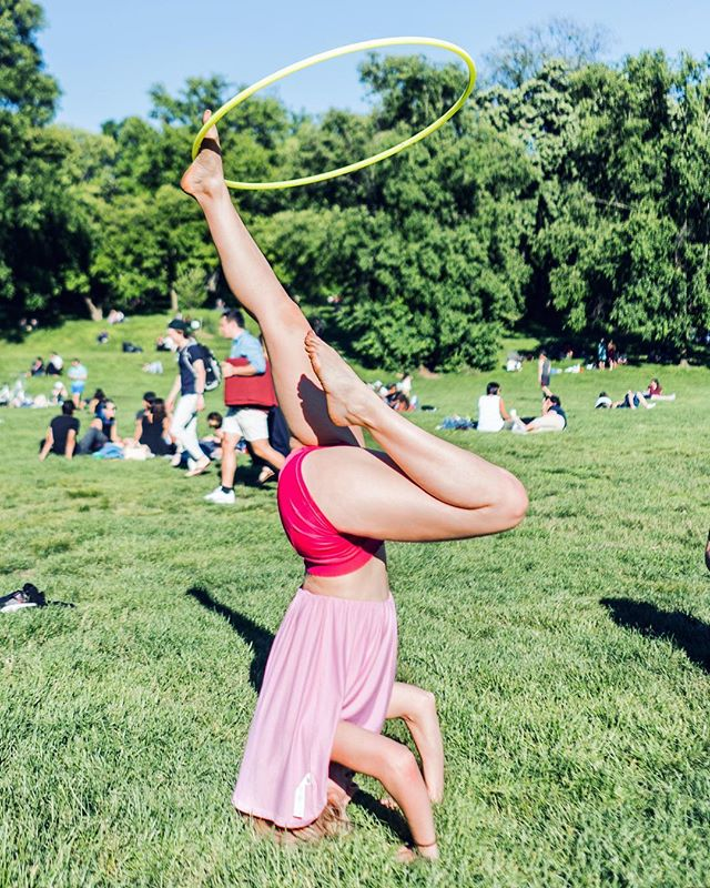 Can't wait for playtime at this Sunday's #hoopjam in Prospect Park👌🏼🍃 join me for pre-jam yoga class at 4pm 🤸🏼‍♀️ details in link above. Can't wait to see you there 😘🌸