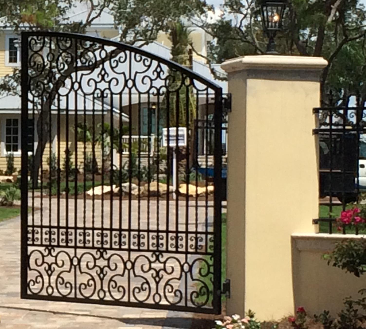 774 Matching Gate & Wall Fence