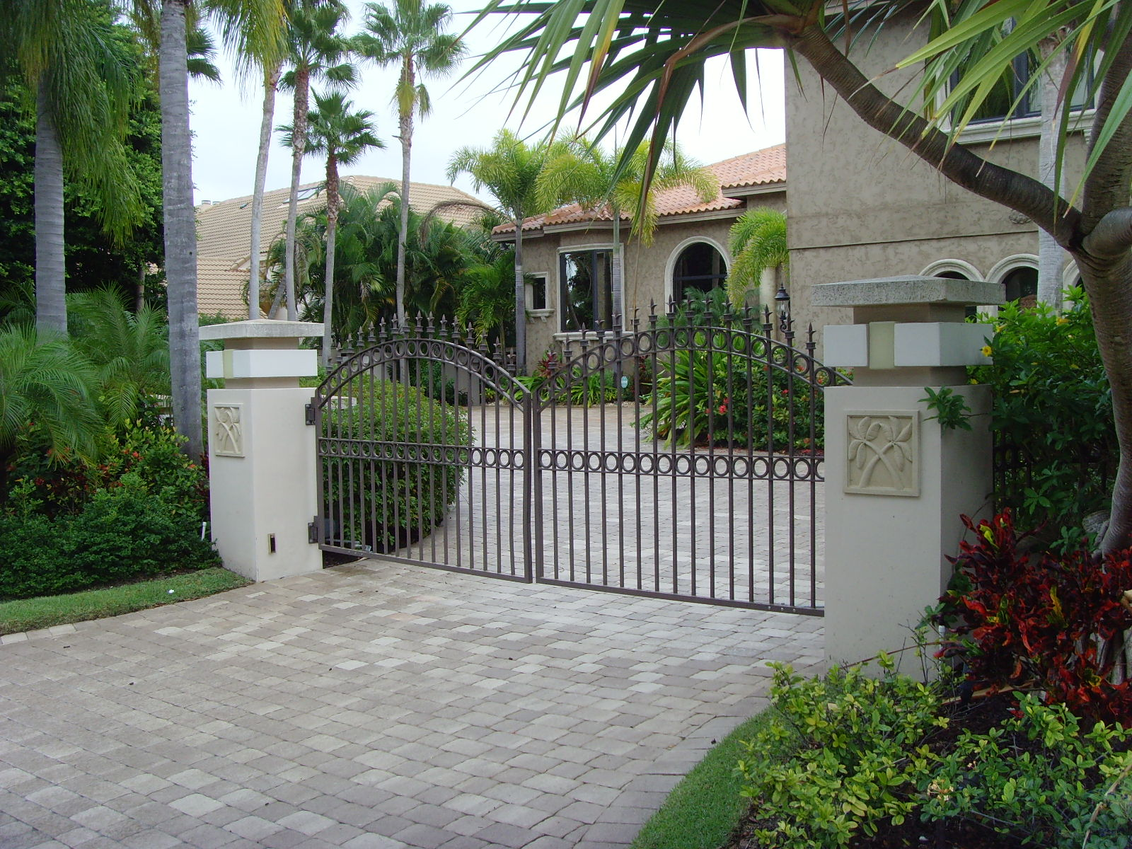 902 Estate Gates Arched Top