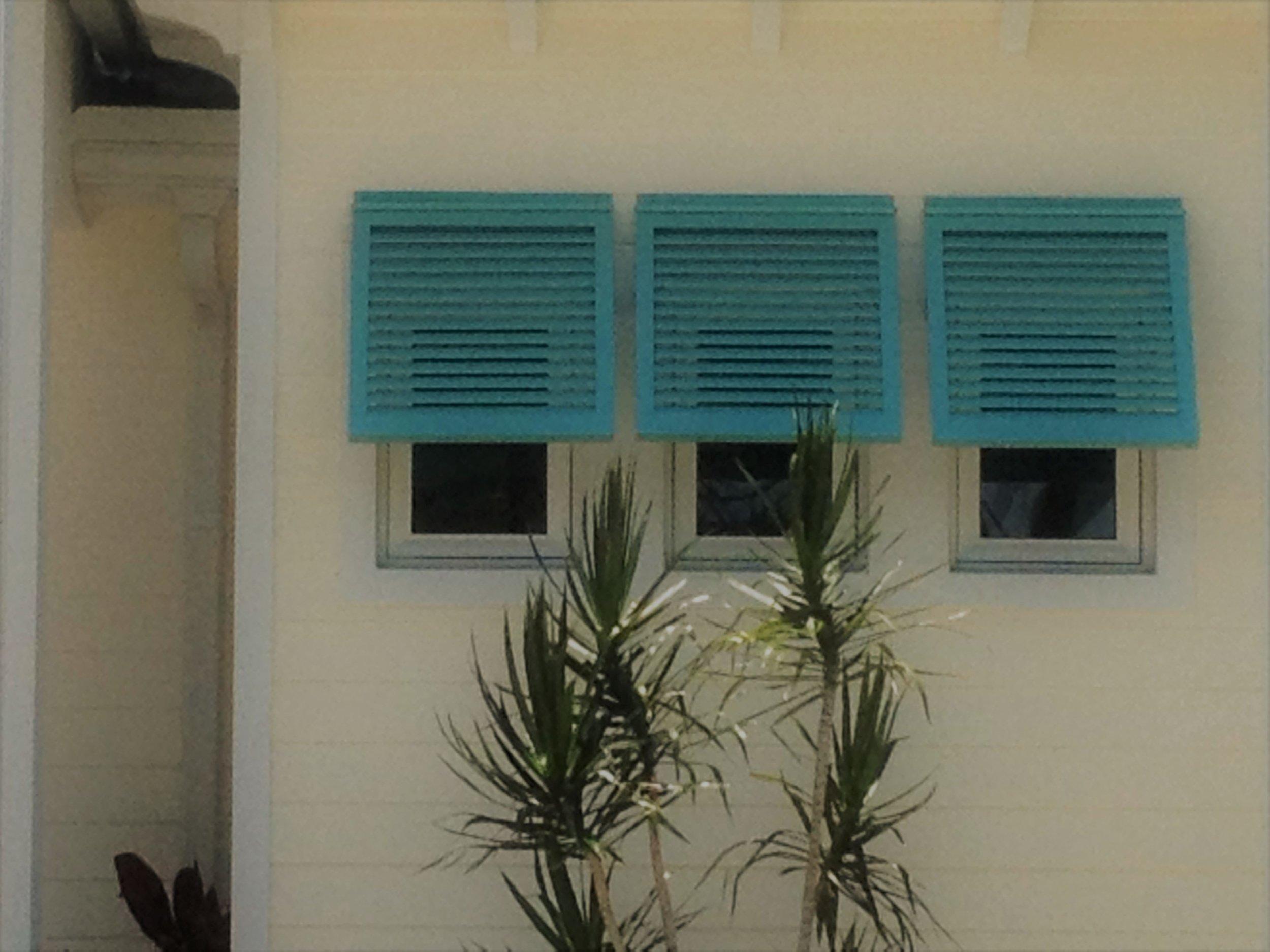 81 Three-Quarter Bahama Hidden Arms