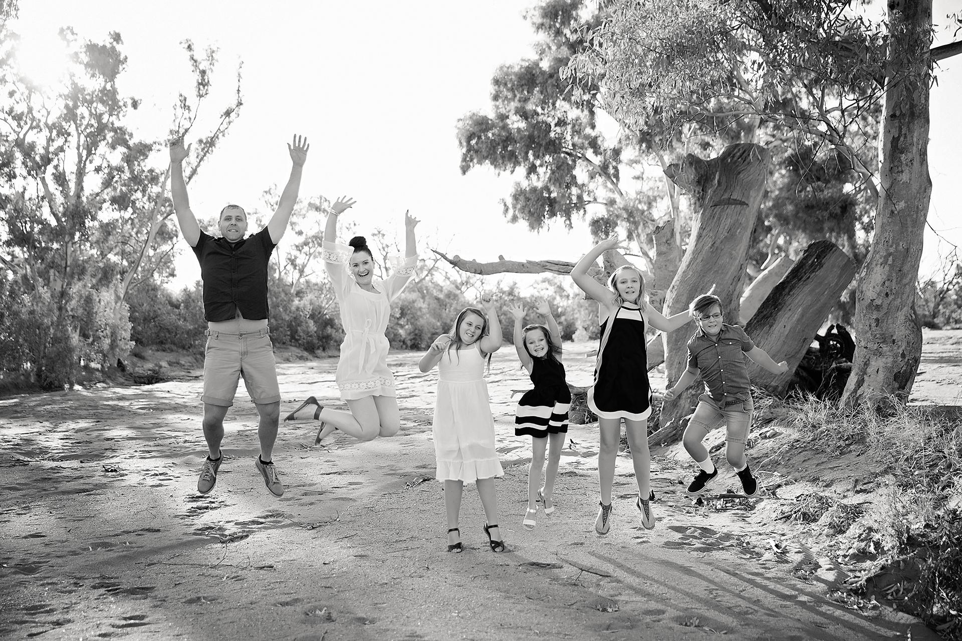 RagenovichFamilyPhotos2017-7Black&White.jpg