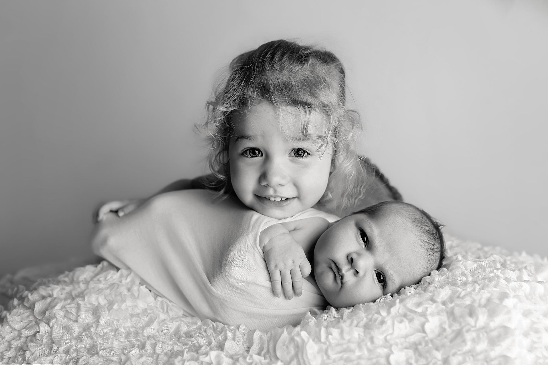 RosalieNewbornPhotos-9Black&White.jpg