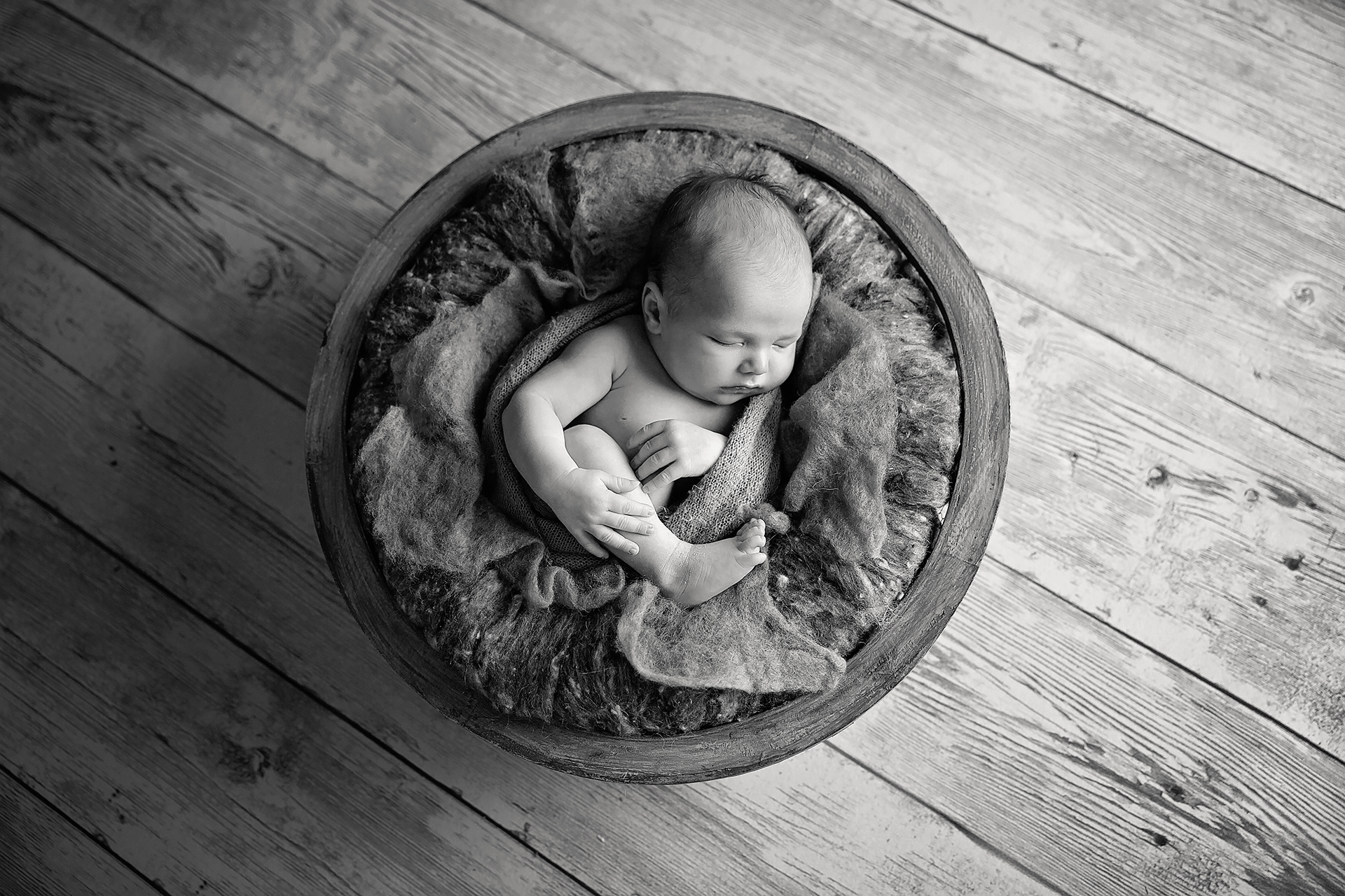 HunterNewbornPhotos-23Black&White.jpg