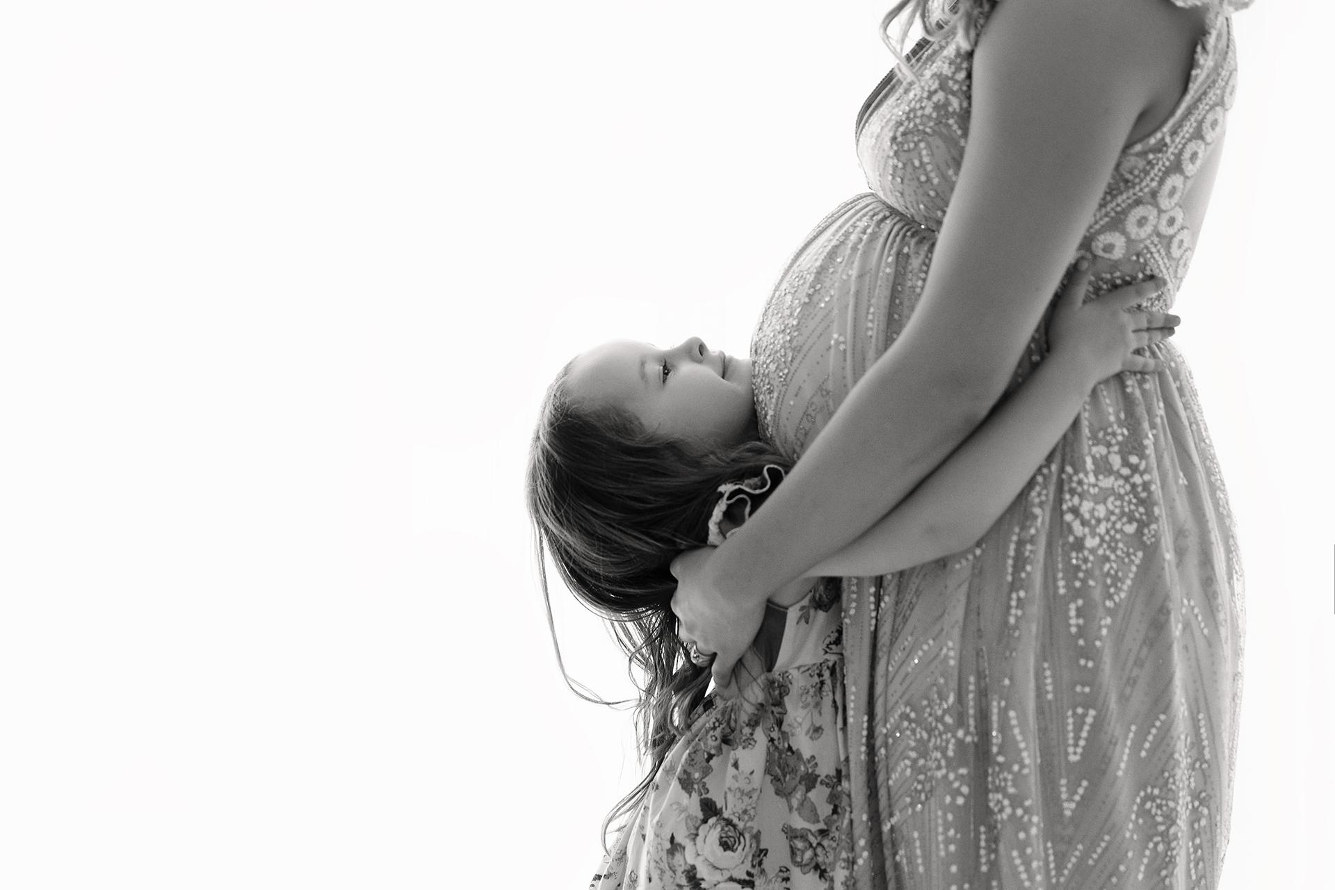 LisaStudioMaternity-9Black&White.jpg