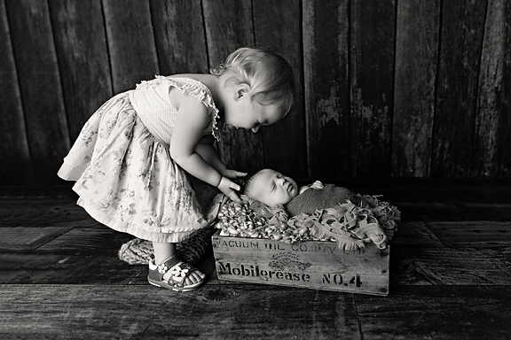 LeviNewbornPhotos-21Black&White.jpg