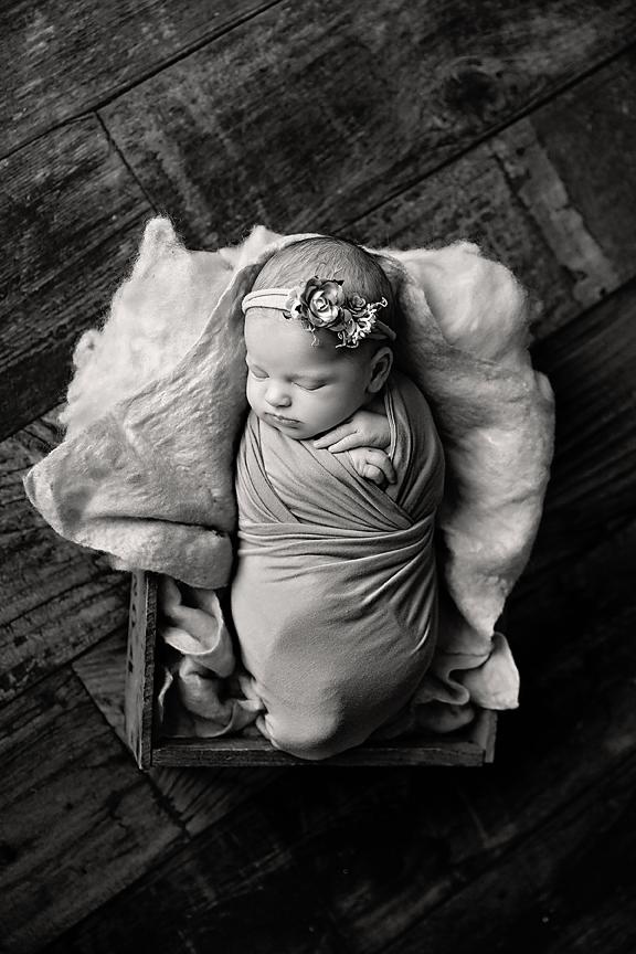 ChloeMannionNewborn22Black&White.jpg