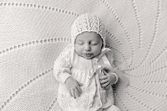 Amelie5weeks20Black&White.jpg