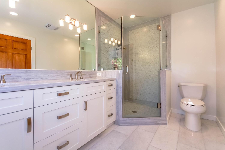 846 Commonwealth Ave Los-large-022-Master Bath-1500x1000-72dpi.jpg
