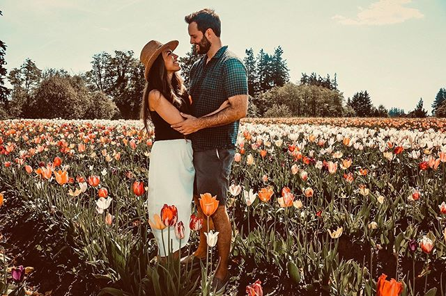 """Your soul is attracted to people the same way flowers are attracted to the sun, surround yourself only with those who want to see you grow."" — Pavana • • The Oregon Tulip Festival at the @woodenshoefarm was truly magical - beautiful blooms as far as the eye could see 🌷 I'm a big fan of fully experiencing wherever you are in life. Going out of your way - doing things that aren't necessarily convenient - because adventure is just around the corner for those who seek it 💫"