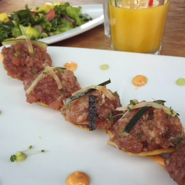 My best meal in Colombia: this tuna tartare, fresh salad and mango juice at Mercado Municipal. Muy yum!