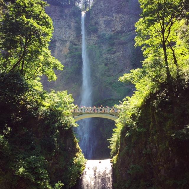 There's a reason tourists love Multonomah Falls, Oregon (hint: it's really pretty)