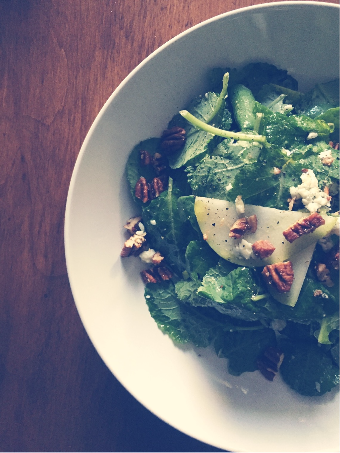 baby kale salad with pear, blue cheese and candied pecans