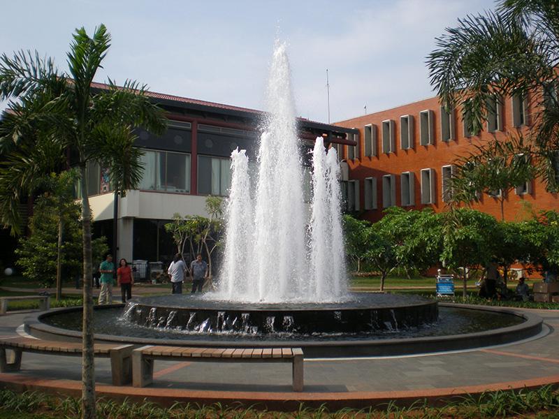 Air mancur bandara Soekarno Hatta - 1.JPG