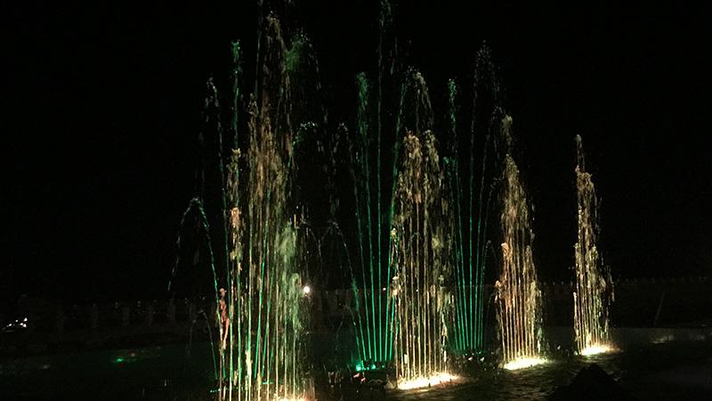 Air mancur menari dengan musik (1).JPG