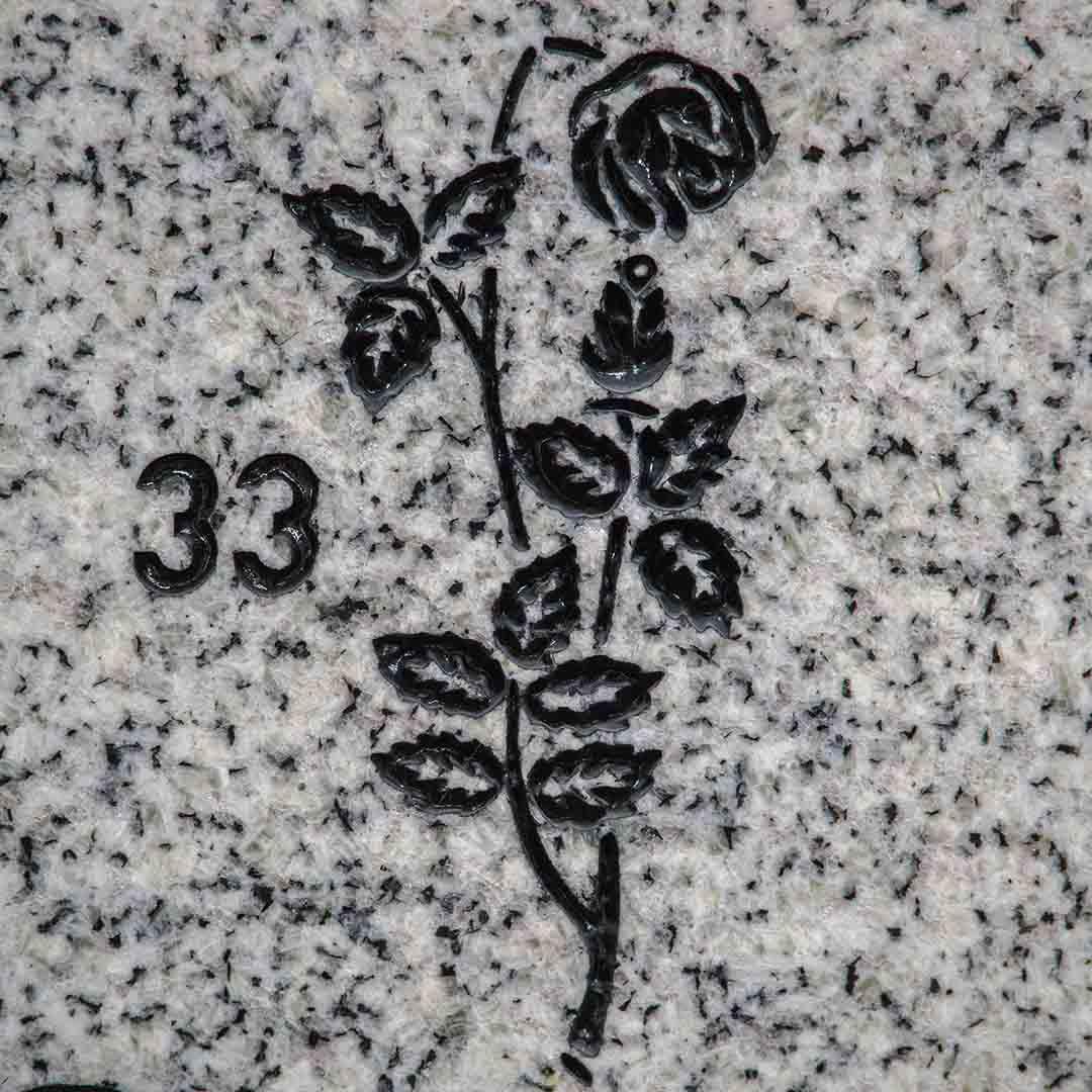 Rose, gravsteindekor