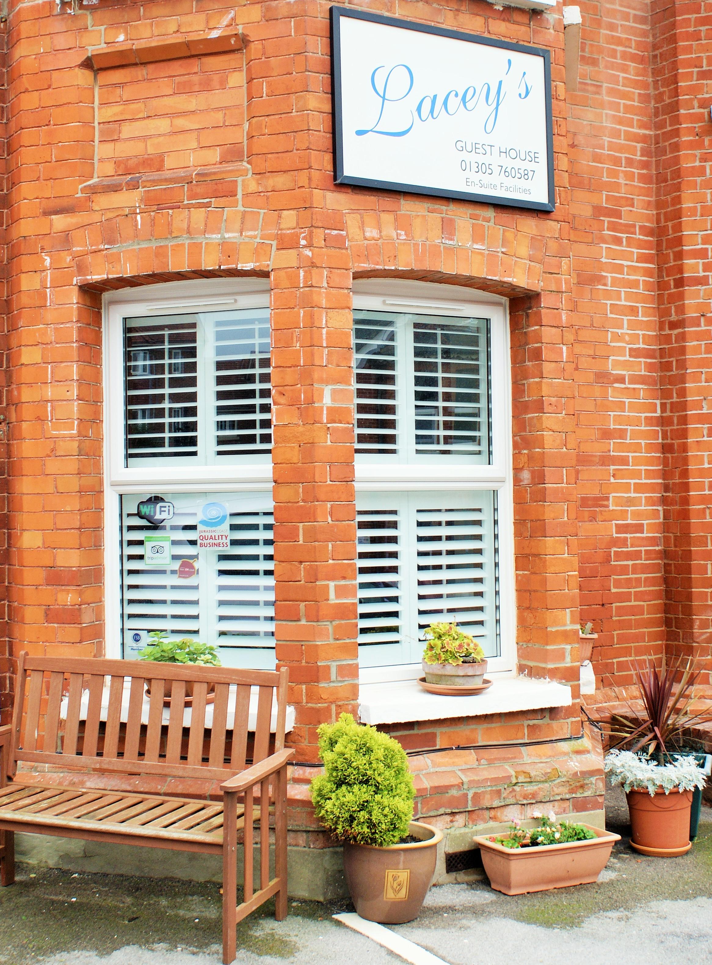 tier-on-tier-bay-window-shutters-street-view-£1195.JPG