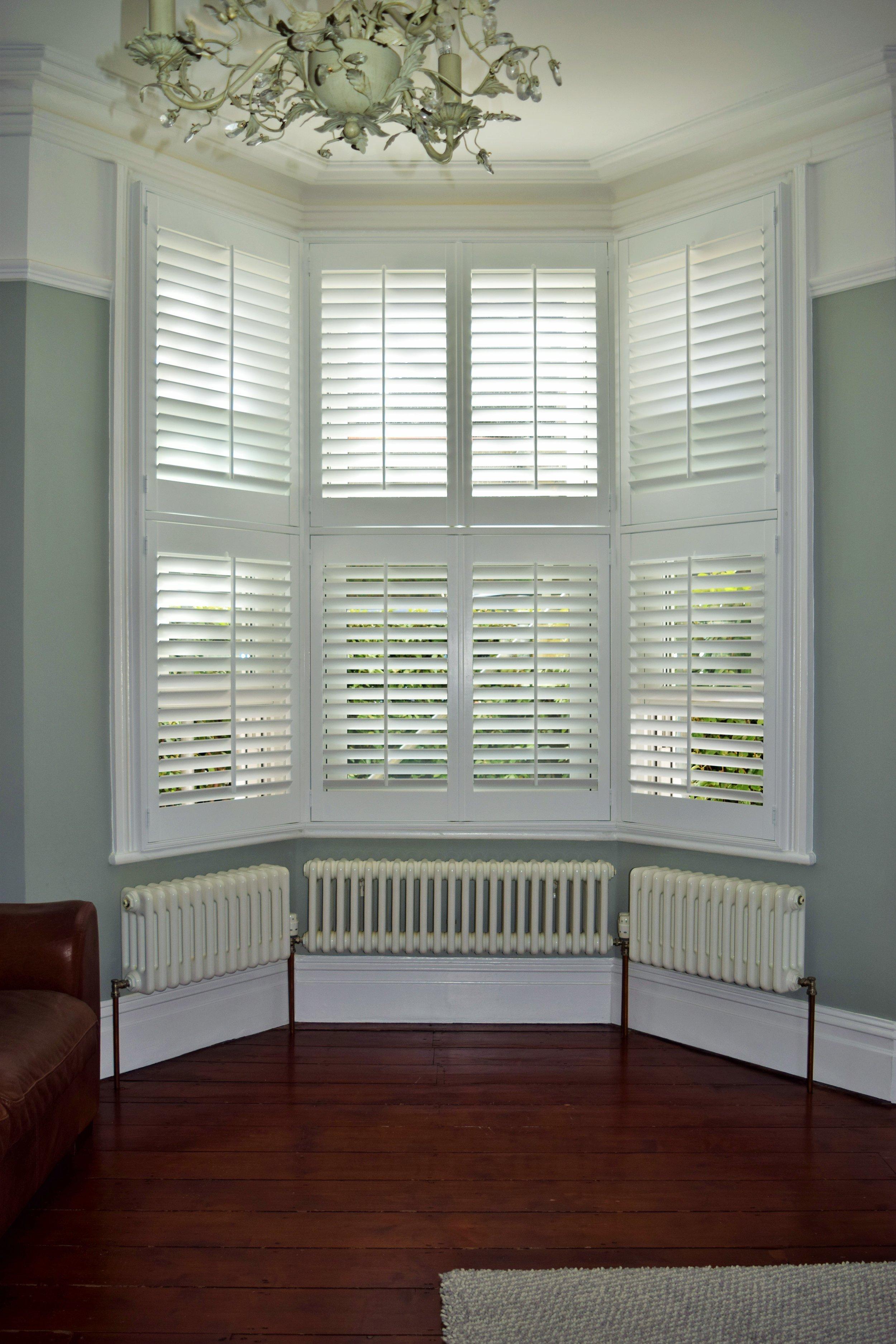 Tier on tier bay window shutters