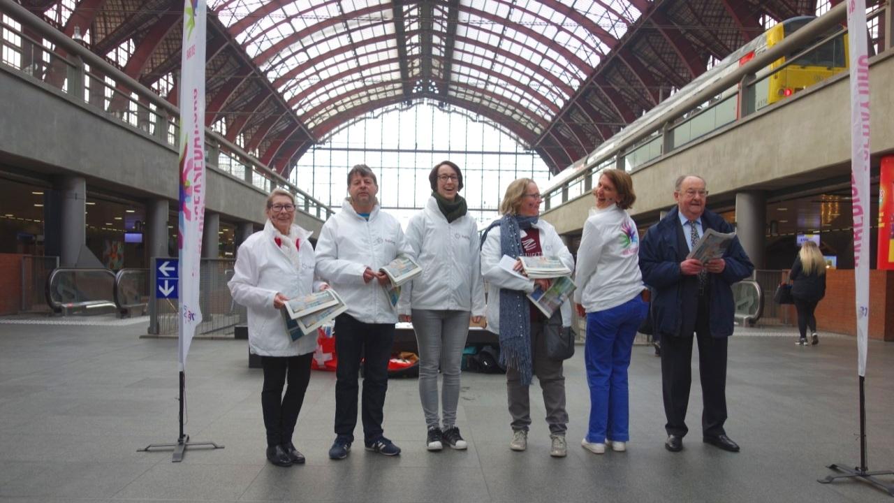 Gare CENTRAL d'anvers - 8h00 du matin - l'équipe est prête