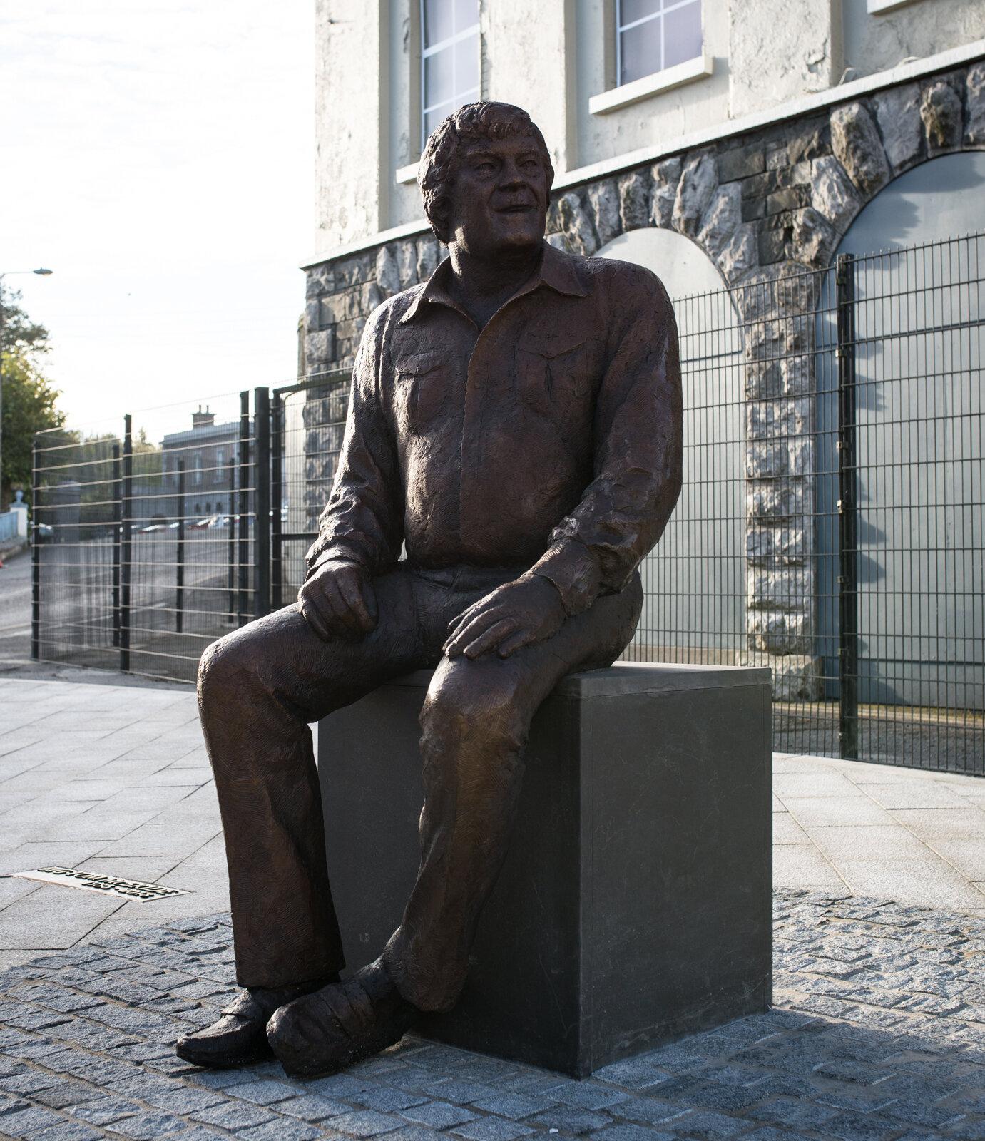Big Tom statue (3 of 25).jpg
