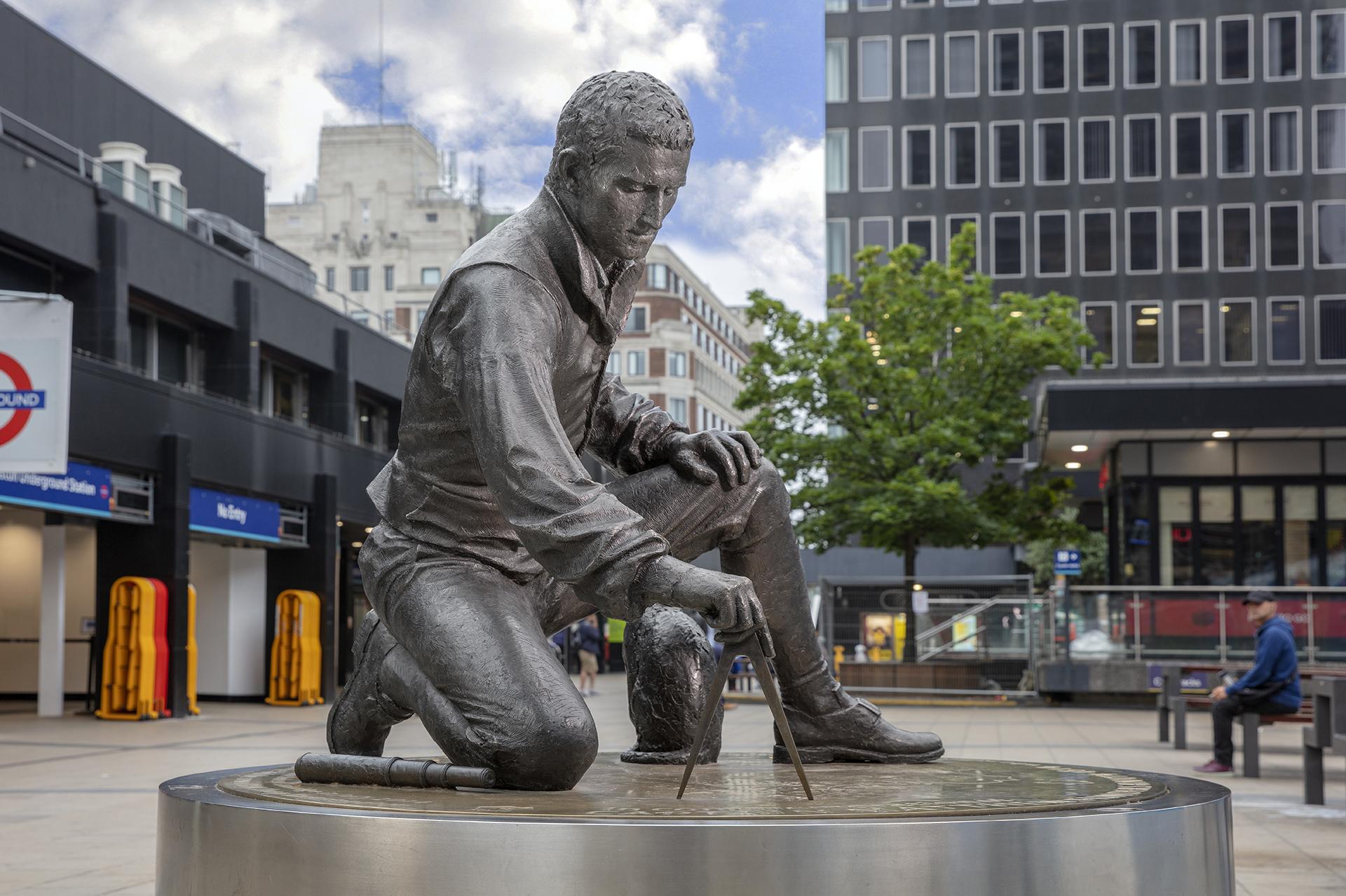 Matthew Flinders.  Euston Station, London