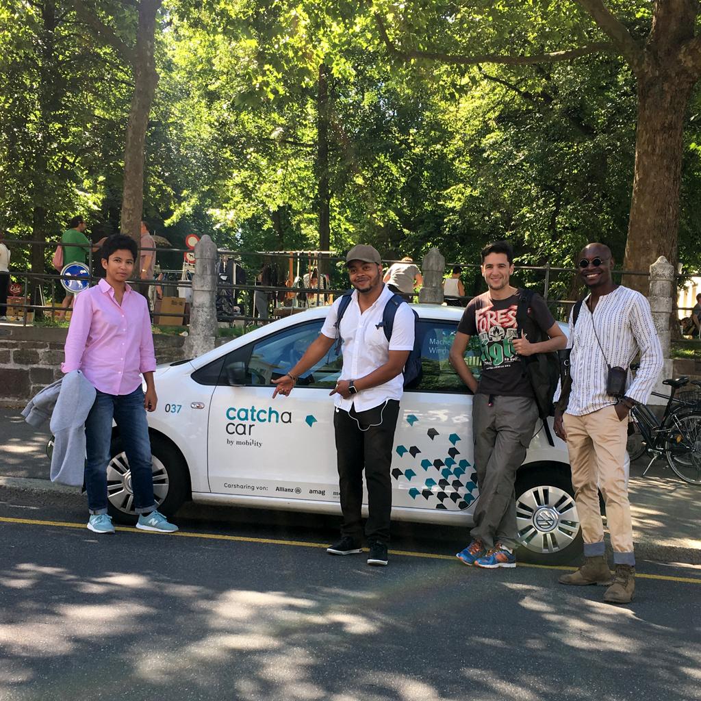 Die CAP Prize 2017 Gewinner posieren vor dem Catch a Car Festival Auto. Juni 2017