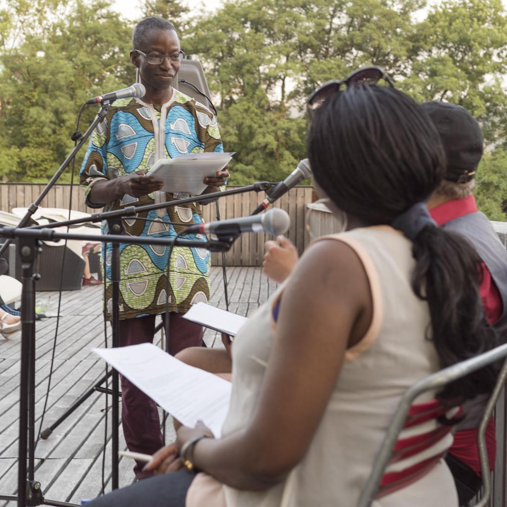 Der Autor Mohomodou Houssouba am Image Afrique Stadtsprachen Abend im Naturbad Riehen. Juni 2017