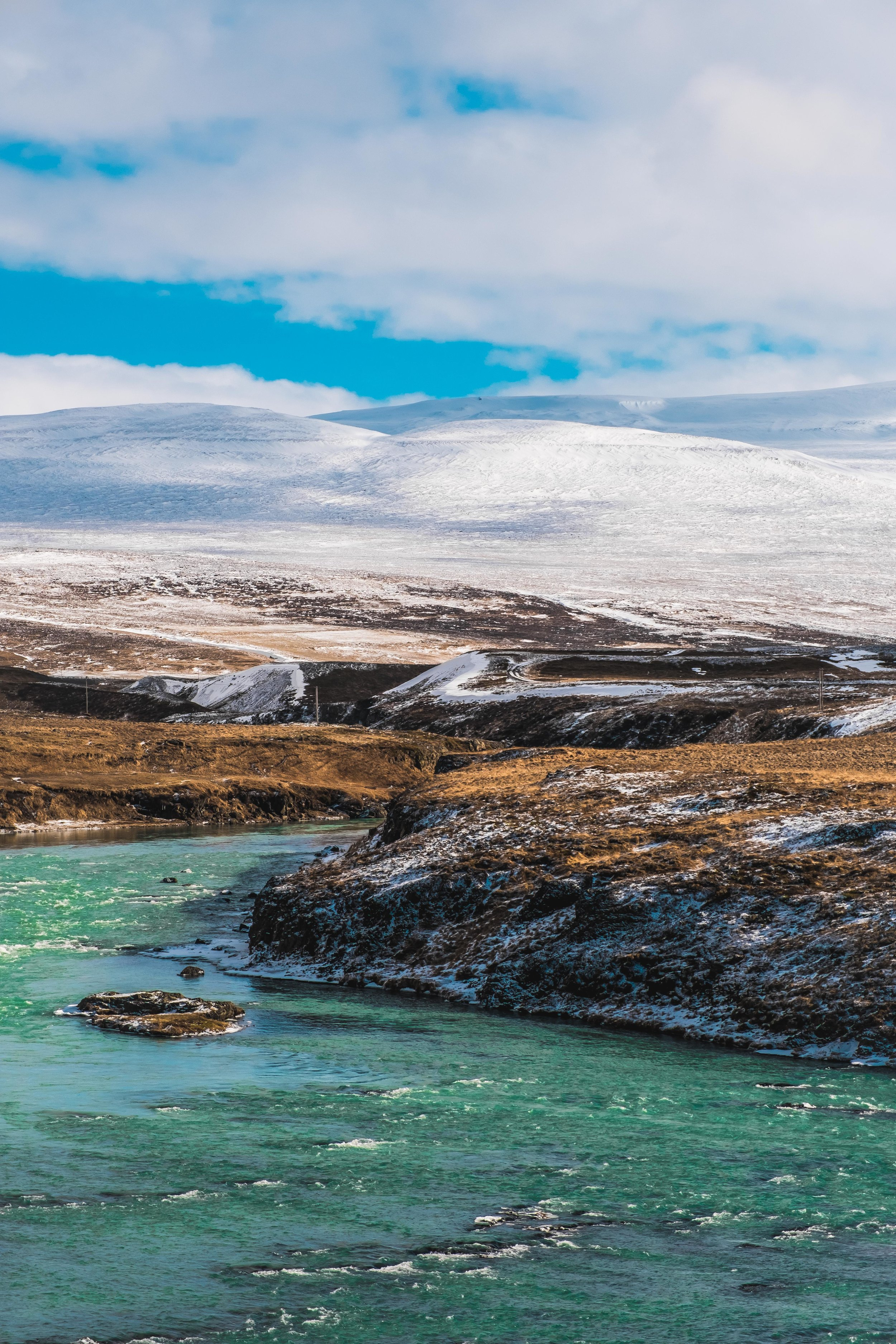 Since we stayed in Akureyri for an extra night hunting Northern Lights,we had a big driving day ahead of us the next day if we were to make it back to Reykjavik on time.As we got further and further west, the weather improved.