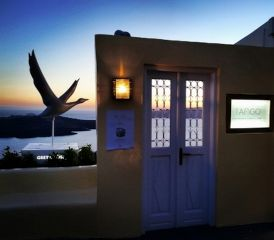 The entrance of Tango Bar in Santorini