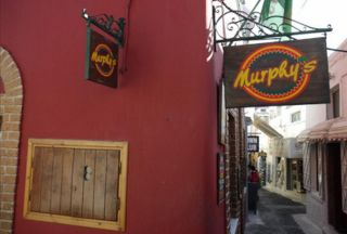 Murphys is one of the most famous clubs of Santorini. For very good reasons…