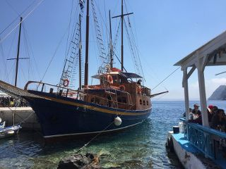 BoatTourSantorini1_320x240.jpg