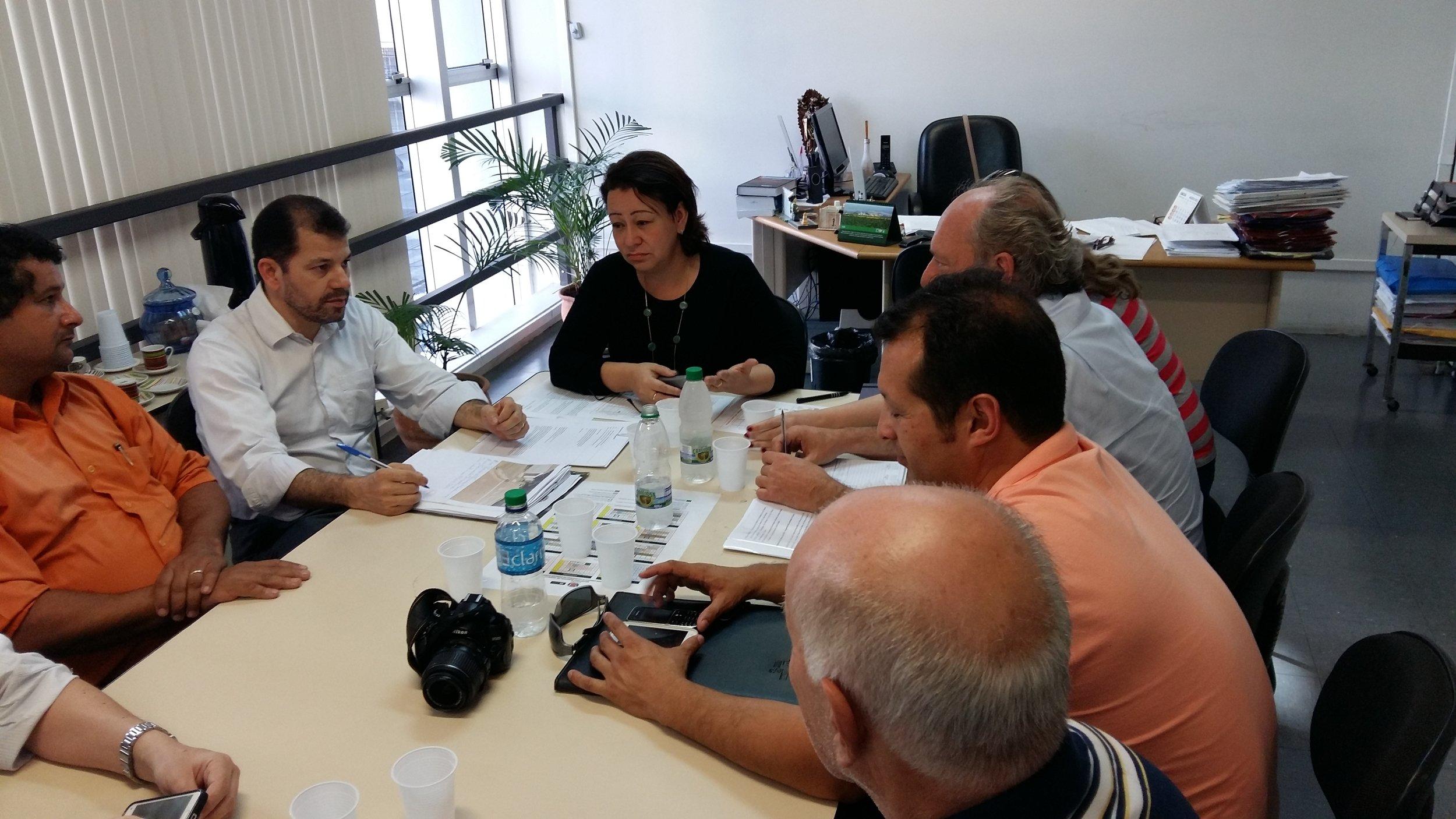 Reuniao com a Setran Sec Luiza sobre a Rua Florianopolis e Eng Costa Barros Ademar Radio Cajuru (1).jpg