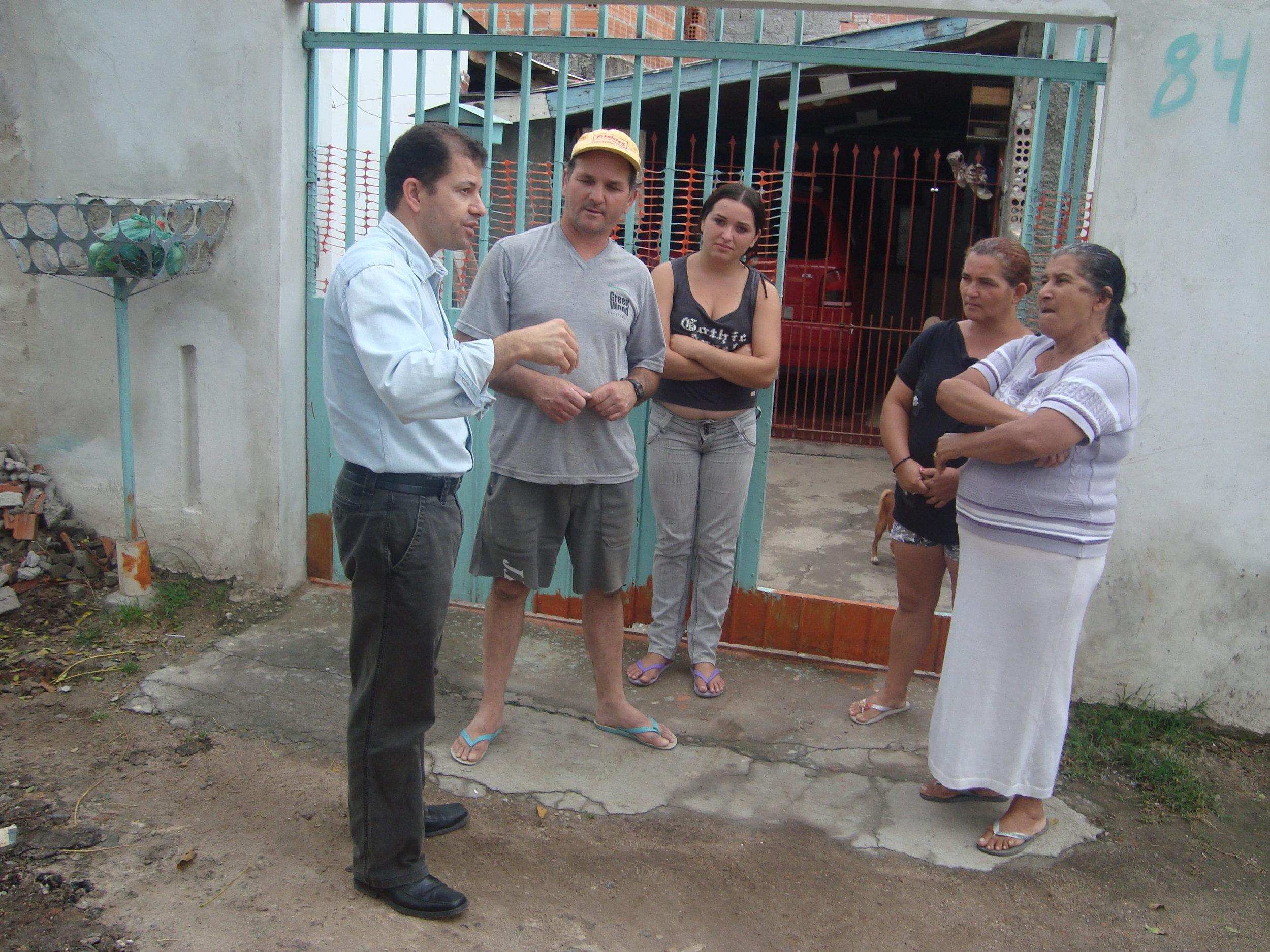 David Affonso Kreitlow - conversa com moradores.JPG