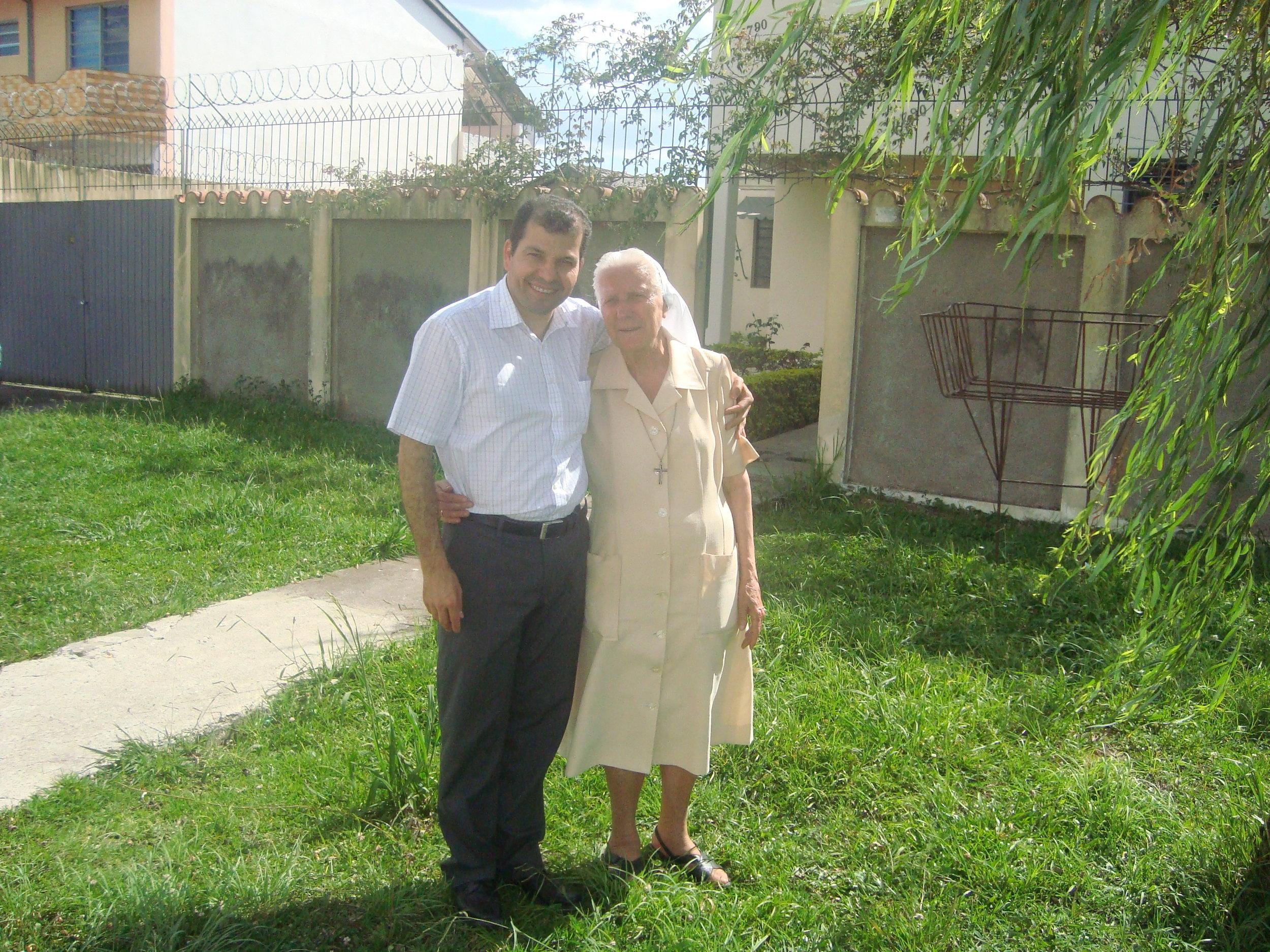 Fortaleza - Poda de árvore em frente a casa das irmãs (1).JPG
