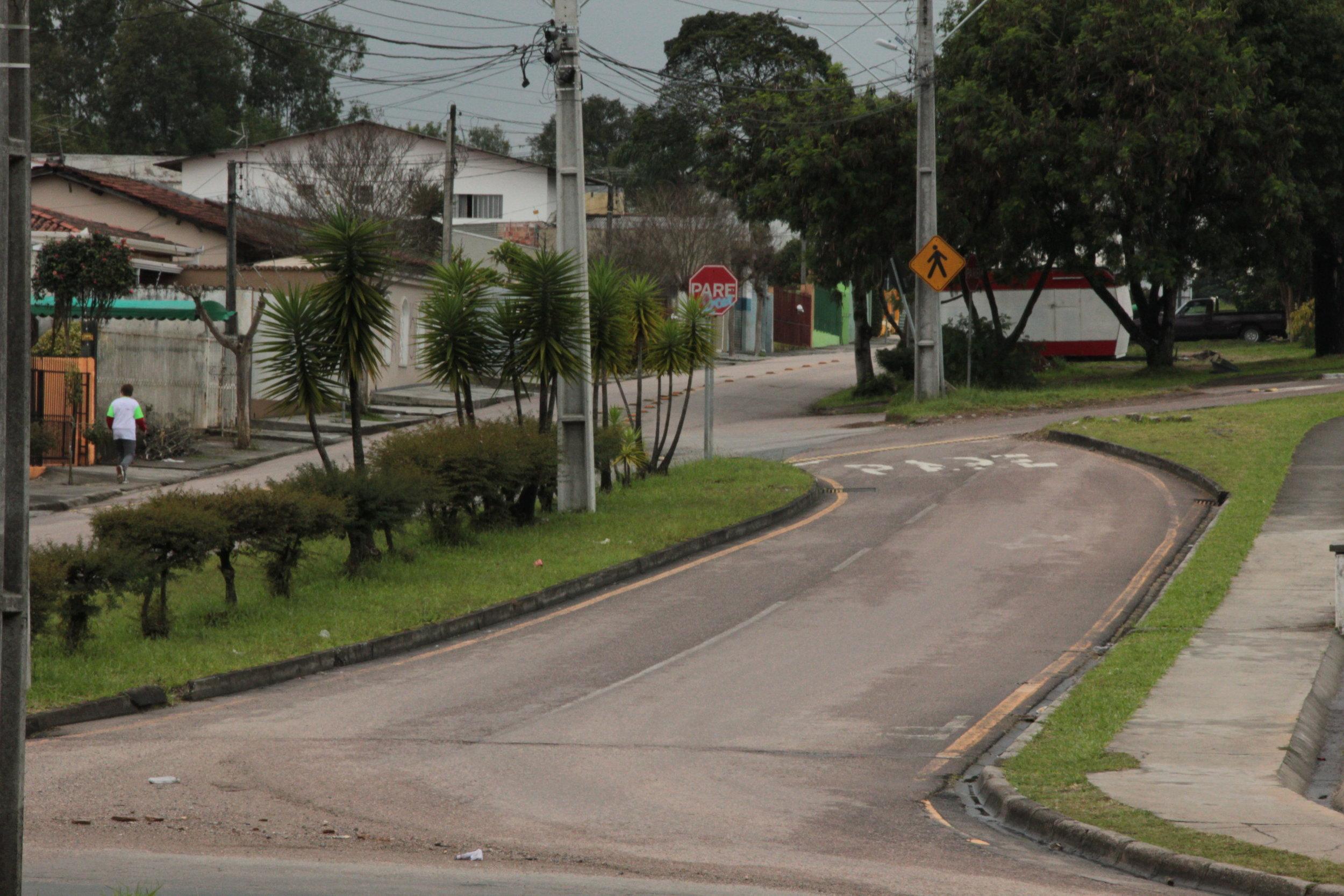 Adequação nos dois sentidos do fluxo de trânsito na Rua Dr. Petrônio Romero de Souza - 2006