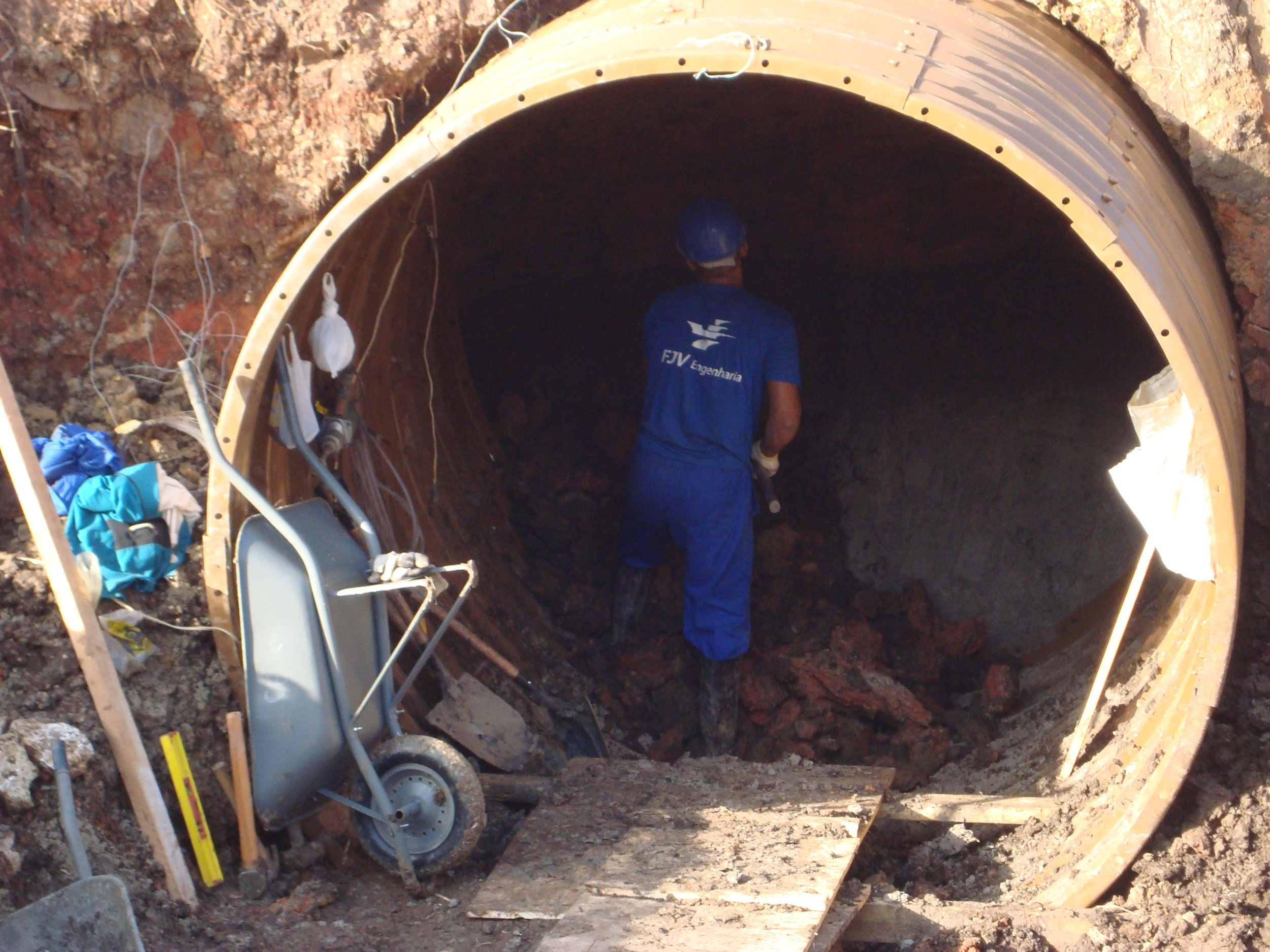 Macro drenagem e implantação de rede pluvial na Rua Cuiabá entre a BR 277 até a Rua Paulo de Frontin - 2008/2010